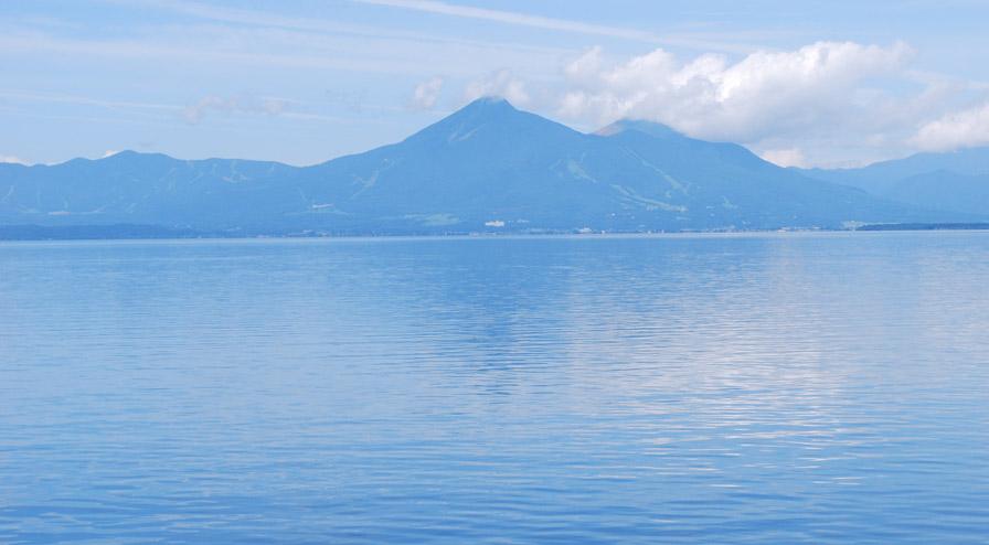 湖南からの磐梯山・猪苗代湖